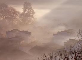 清晨下的婺源石城古村