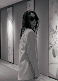 戚薇白色西裝氣質寫真圖片