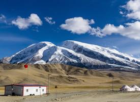 新疆慕士塔格峰高清桌面壁紙