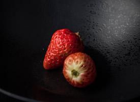 一顆顆紅顏色大草莓藝術照