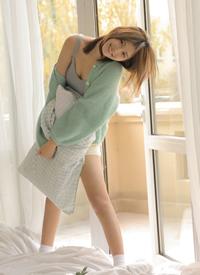吊帶美女白皙長腿性感私房寫真圖片