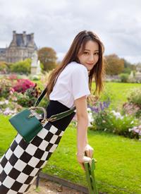 迪麗熱巴陽光時尚街拍寫真圖片