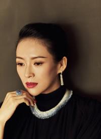 章子怡以一袭黑纱长裙亮相东京国际电影节开幕式