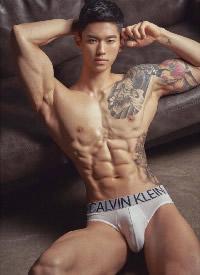 體格強健的韓國肌肉男圖片