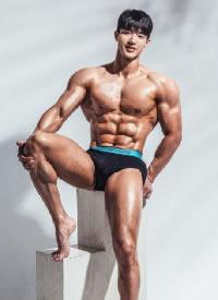 童顏碩體的韓國肌肉帥哥圖片