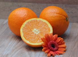 香甜可口的橙子切開圖片