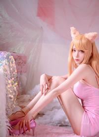 粉色阿貍cosplay美女撩人曲線圖片