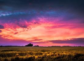 高清紫色的晚霞图片
