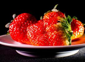 最適合孕婦吃的冬季草莓盤裝圖片