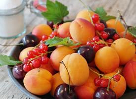 色彩缤纷的水果拼盘图片欣赏
