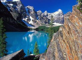 唯美山間小溪風景圖片桌面壁紙