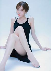 性感吊帶美女白皙美腿撩人寫真圖片