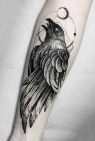 暗黑系的9款黑色乌鸦纹身图案作品
