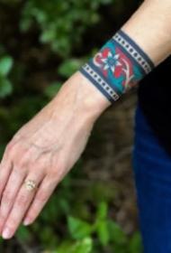 school风格的9款手腕臂环纹身图片