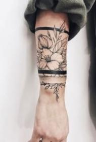 环绕手腕小臂的9款素花手环纹身图案
