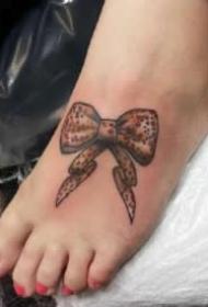 脚背纹身 适合女生脚背的9款小清新纹身图案