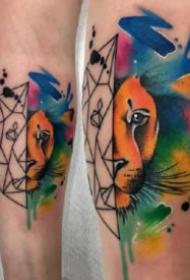 大腿部位的一組水彩潑墨紋身圖片9張