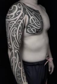 图腾纹身花臂 9款男士手臂上的黑色图腾纹身图案