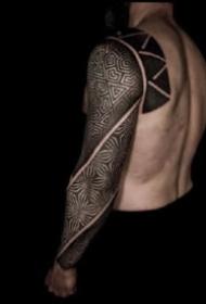 眼花繚亂的9款幾何圖騰紋身圖片