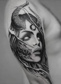 大臂黑暗机械风格的纹身作品图案