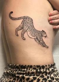 豹子纹身 黑灰色的一组写实小豹子纹身图案