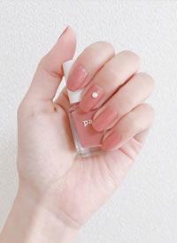 一组简单气质型纯色美甲图片