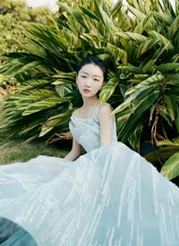 周冬雨蓝裙优雅性感写真图片
