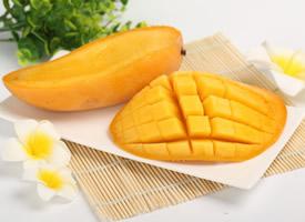 新鲜汁多的芒果切开图片欣赏