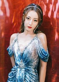 迪丽热巴人鱼裙高清桌面壁纸