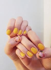 清新簡約美甲風格,短指甲也可以美美的