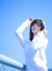 白皙氣質美女清爽性感寫真圖片