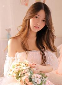 白皙吊帶裙美女性感誘人寫真圖片
