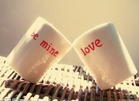 一组象征爱情的情侣杯子图片