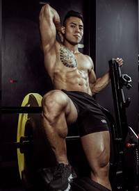 帅气坚硬的肌肉男图片