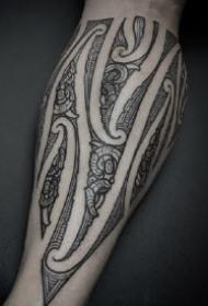 手臂上几何规则艺术图腾的纹身作品