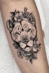 18款适合狮子座的狮头纹身作品图案