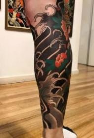 男性包小腿的一组传统浪花纹身作品