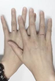 手指小纹身 极简风格的手指头上的小纹身图片