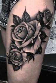 玫瑰写实纹身 17款黑白和彩色写实玫瑰图案作品