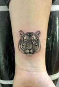 10款可爱的小老虎头纹身图片