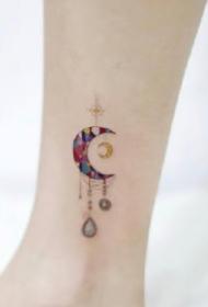小清新月亮主题的9款女生月亮纹身图片