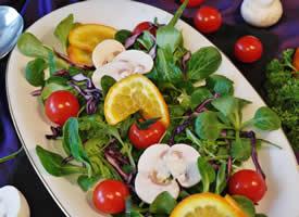 一组营养美味的沙拉图片