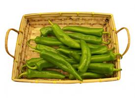 新鲜的嫩绿色尖椒图片