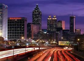 繁华城市里的灯光璀璨美丽夜景图片