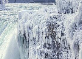 冰冻的尼亚加拉大瀑布