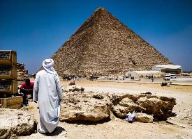 精巧宏伟的古埃及金字塔图片