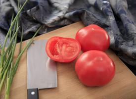 鲜红多汁大西红柿摆盘高清蔬菜图片