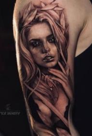 写实女郎纹身 欧美黑灰写实的包臂女郎纹身图案