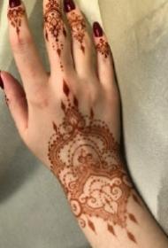 手背印度海娜手绘纹身的作品图片赏析