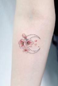 适合女生的9款小清新月亮纹身图片